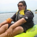 i hate kayaking... cant fit into it comfortably as usual... plus biggest life vest is like a sports bra size to me.