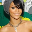 i love Rih Rih's skin complexion i want this color.